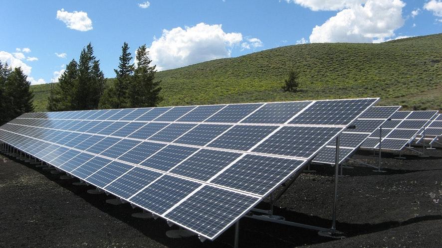 كيف تستثمر في قطاع الطاقة المتجددة، ولماذا لم تندفع شركات النفط الكبرى باتجاه هذا القطاع؟