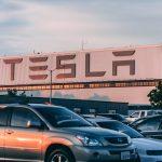 النمو الهائل لشركة Tesla ينعكس كنمو لشركات بطاريات السيارات