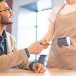 ما هو الفرق بين بطاقة الائتمان (Credit Card) وبطاقة المدين (Debit Card)؟