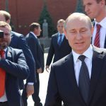 الرئيس الروسي فلاديمير بوتين يعلن الموافقة على أول لقاح رسمي لوباء كوفيد-19 في العالم